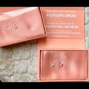 BNIB-SLIP Silk Standard Set of 2 Pillowcases
